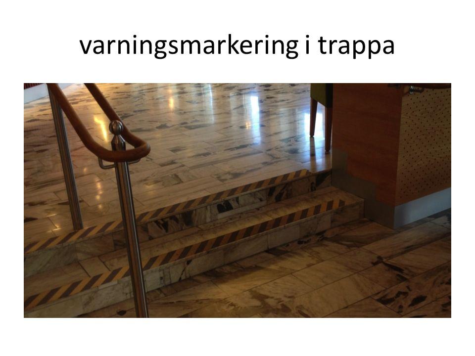 varningsmarkering i trappa