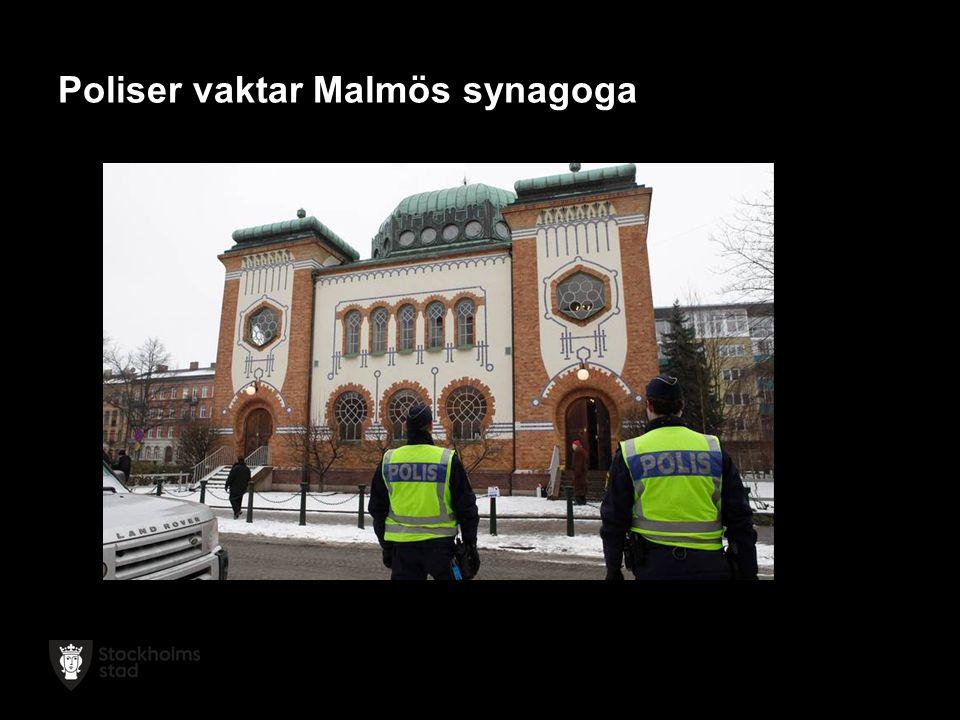 Poliser vaktar Malmös synagoga