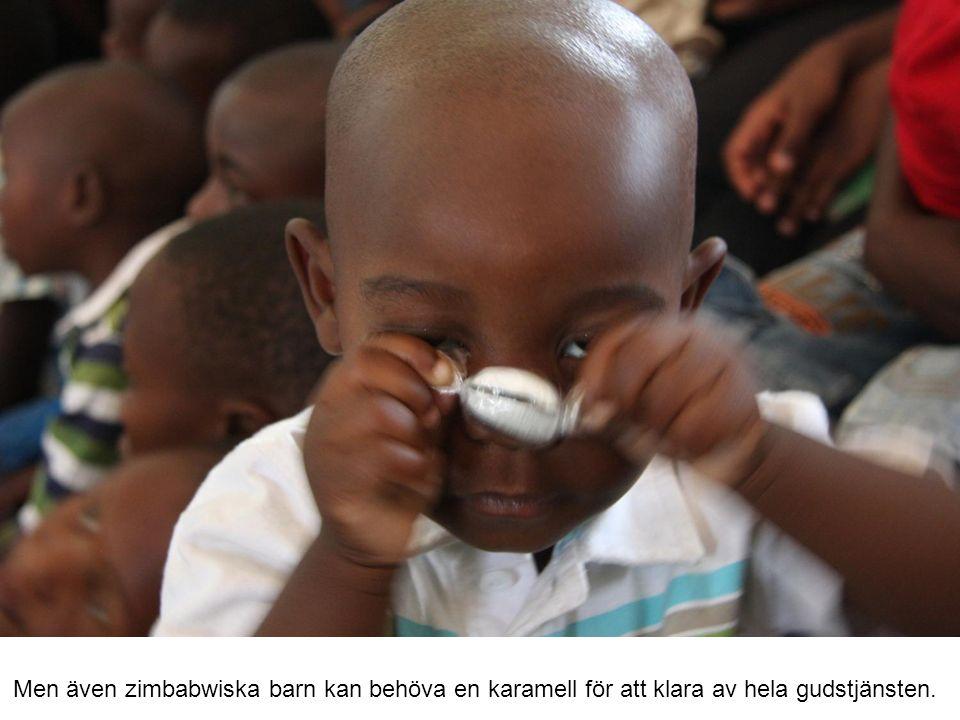 Men även zimbabwiska barn kan behöva en karamell för att klara av hela gudstjänsten.