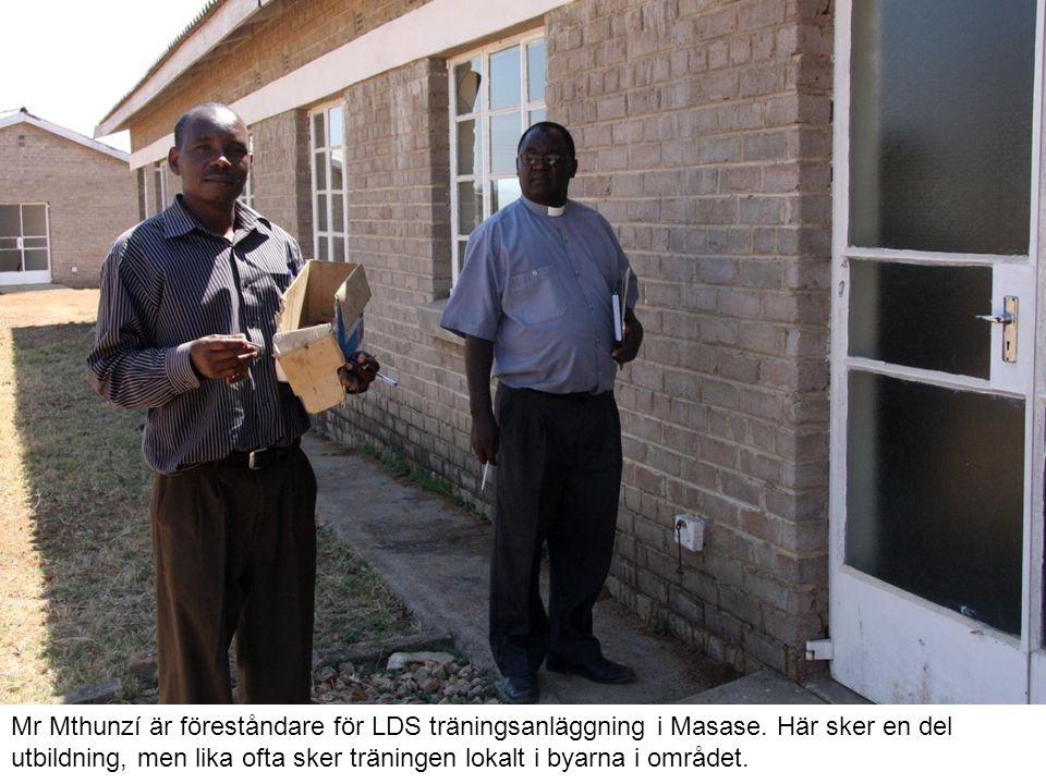 Mr Mthunzí är föreståndare för LDS träningsanläggning i Masase.