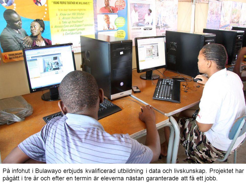 På infohut i Bulawayo erbjuds kvalificerad utbildning i data och livskunskap.