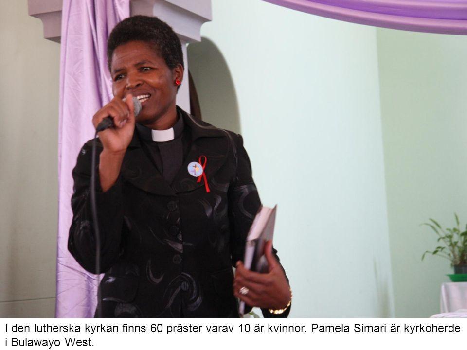I den lutherska kyrkan finns 60 präster varav 10 är kvinnor.