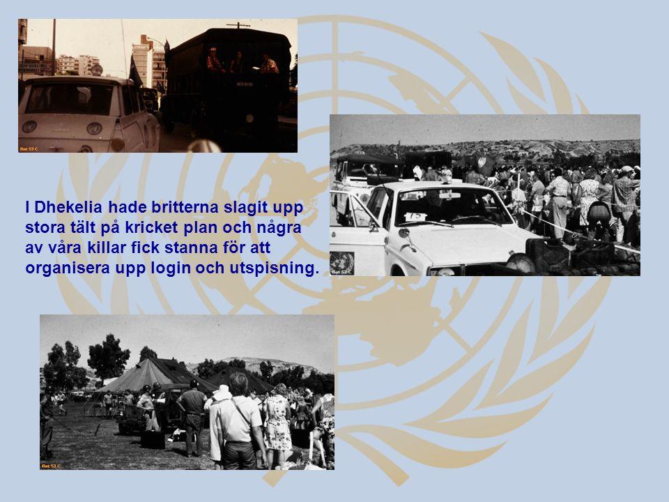 I Dhekelia hade britterna slagit upp stora tält på kricket plan och några av våra killar fick stanna för att organisera upp login och utspisning.