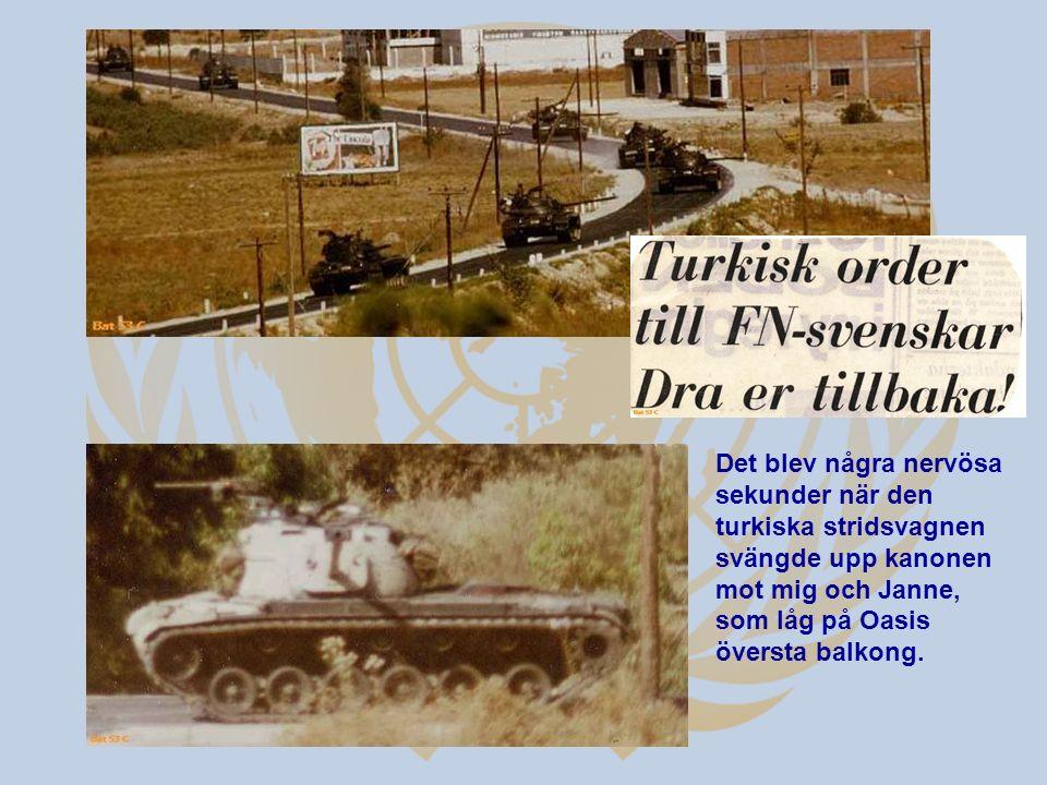 Det blev några nervösa sekunder när den turkiska stridsvagnen svängde upp kanonen mot mig och Janne, som låg på Oasis översta balkong.