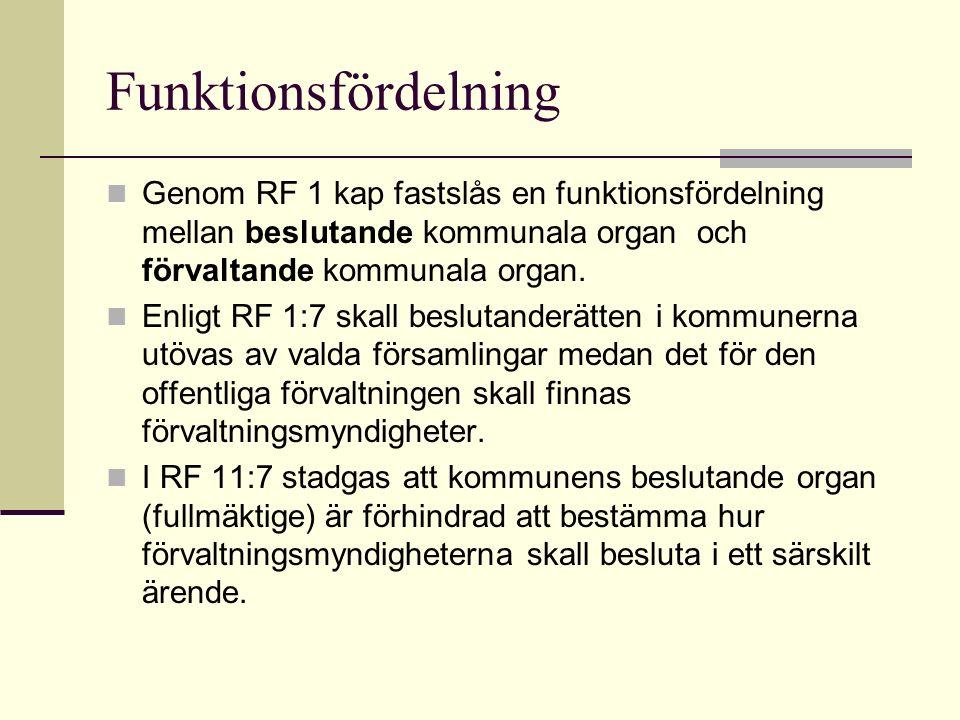 Funktionsfördelning Genom RF 1 kap fastslås en funktionsfördelning mellan beslutande kommunala organ och förvaltande kommunala organ.