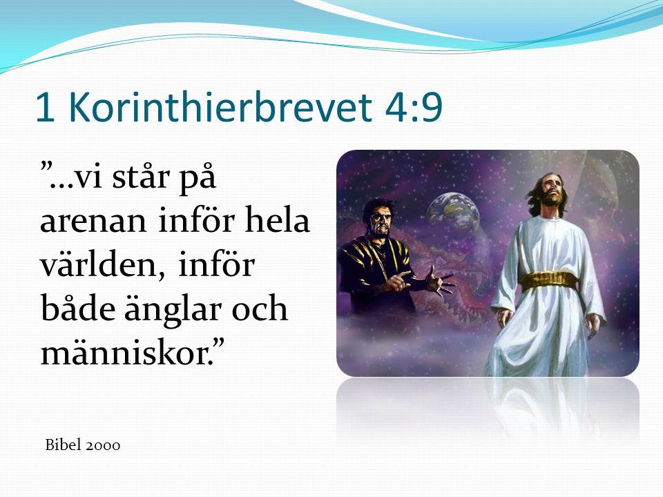1 Korinthierbrevet 4:9 …vi står på arenan inför hela världen, inför både änglar och människor. Bibel 2000