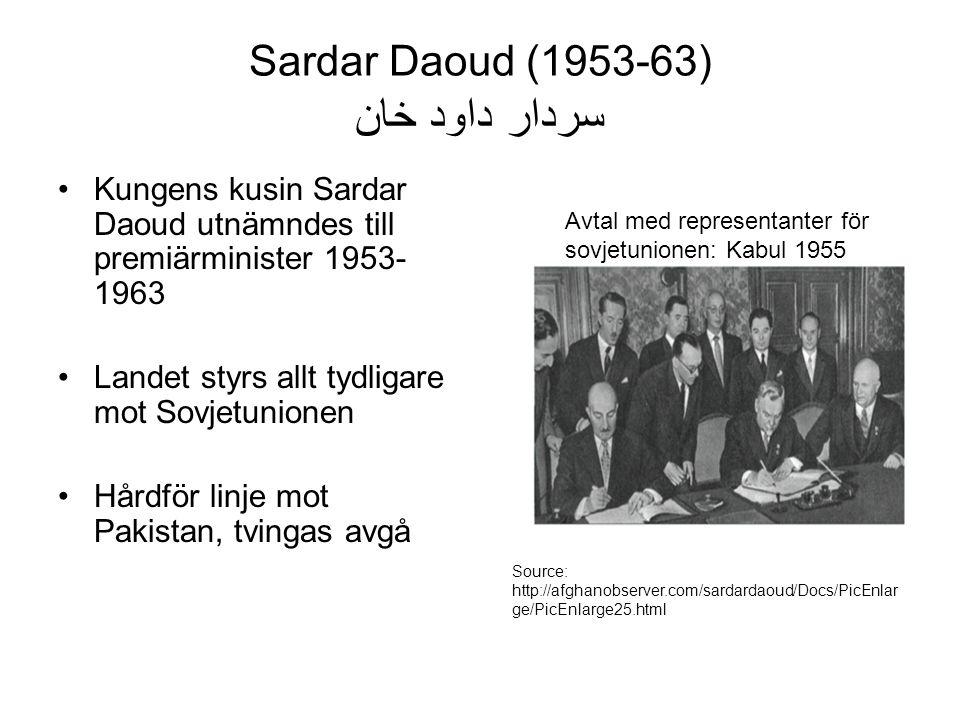 Sardar Daoud (1953-63) سردار داود خان Kungens kusin Sardar Daoud utnämndes till premiärminister 1953- 1963 Landet styrs allt tydligare mot Sovjetunionen Hårdför linje mot Pakistan, tvingas avgå Source: http://afghanobserver.com/sardardaoud/Docs/PicEnlar ge/PicEnlarge25.html Avtal med representanter för sovjetunionen: Kabul 1955