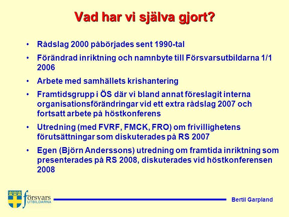 Bertil Garpland Björn Anderssons förslag 1.En enda ny militär frivillig försvarsorganisation ur alla militära frivilligorganisationer 2.Samgående med frivilligheten ur hemvärnet 3.Satsa själv Efter Riksstämman 2008 inkom svar på enkät där förbunden i allt väsentligt var positiva till utredningen.