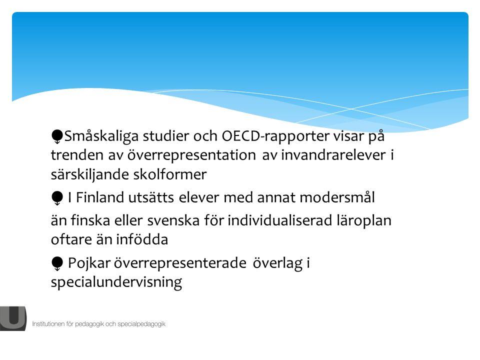 Småskaliga studier och OECD-rapporter visar på trenden av överrepresentation av invandrarelever i särskiljande skolformer I Finland utsätts elever med annat modersmål än finska eller svenska för individualiserad läroplan oftare än infödda Pojkar överrepresenterade överlag i specialundervisning