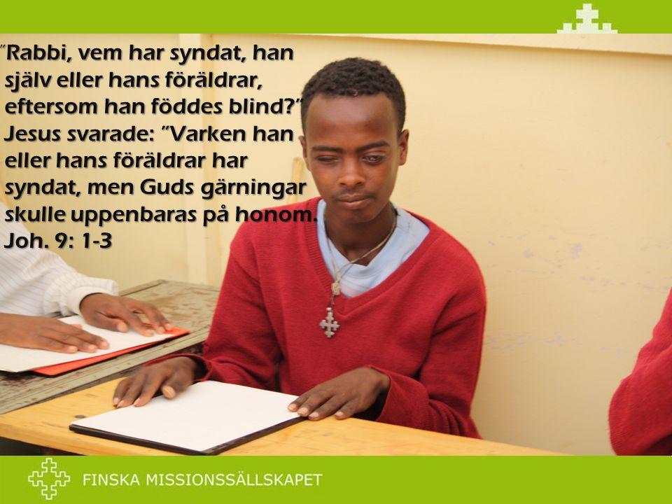 """"""" Rabbi, vem har syndat, han själv eller hans föräldrar, eftersom han föddes blind?"""" Jesus svarade: """"Varken han eller hans föräldrar har syndat, men G"""