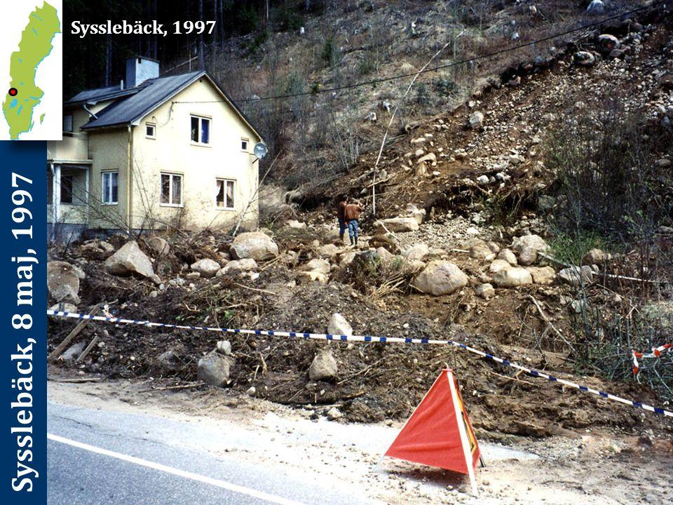 Sysslebäck, 8 maj, 1997 Förutsättningar och orsaker De stora regnmängderna samtidigt som marken var tjälad inom huvuddelen av nederbördsområdet medförde att ytvattenavrinningen fick ett mycket snabbt förlopp.