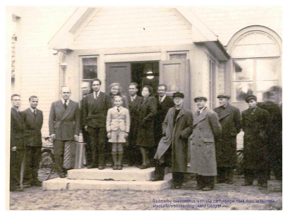 Rådmanby missionshus, estniska båtflyktingar 1944, foto ur Norrtälje stadsarkivs bildsamling/okänd fotograf.