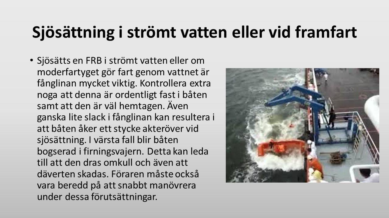 Sjösättning i strömt vatten eller vid framfart Sjösätts en FRB i strömt vatten eller om moderfartyget gör fart genom vattnet är fånglinan mycket vikti