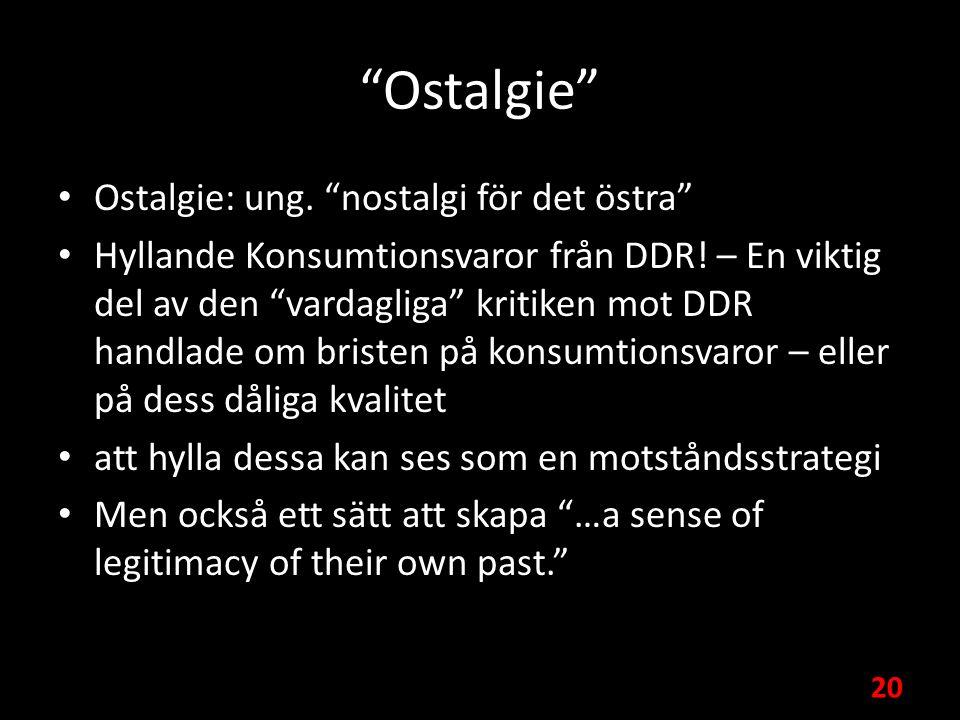 Ostalgie Ostalgie: ung. nostalgi för det östra Hyllande Konsumtionsvaror från DDR.