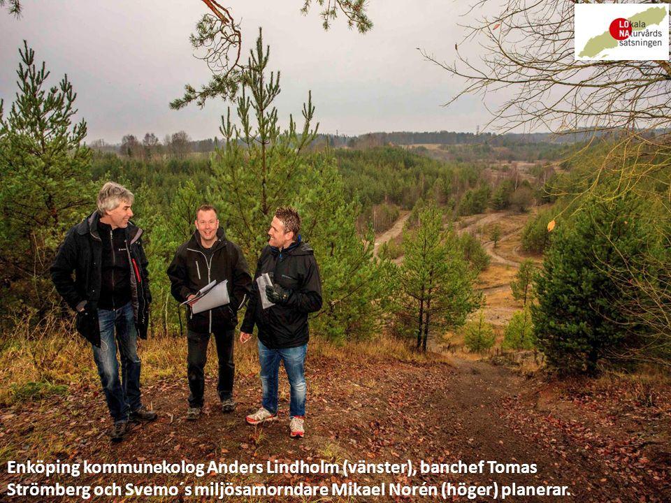 Enköping kommunekolog Anders Lindholm (vänster), banchef Tomas Strömberg och Svemo´s miljösamorndare Mikael Norén (höger) planerar.