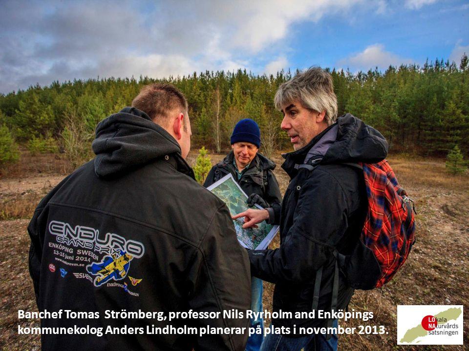 Banchef Tomas Strömberg, professor Nils Ryrholm and Enköpings kommunekolog Anders Lindholm planerar på plats i november 2013.