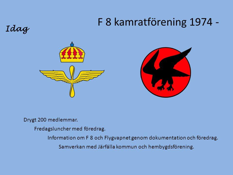 F 8 kamratförening 1974 - Drygt 200 medlemmar. Fredagsluncher med föredrag.