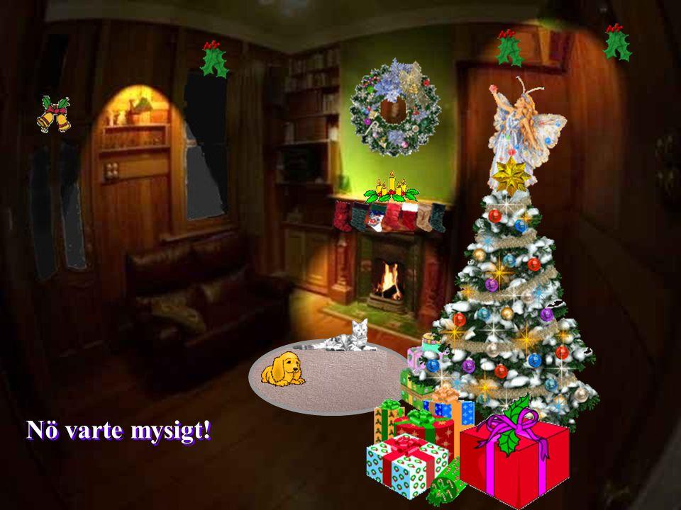Nu börjar det likna en riktig jul men kanske behövs det lite mer feeling Varför inte dämpa lyset.