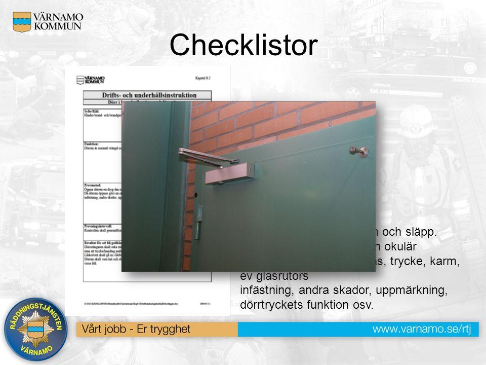 Checklistor Provmetod: Öppna dörren en dryg dm och släpp. Då dörren öppnas görs en okulär besiktning av gångjärn, lås, trycke, karm, ev glasrutors inf