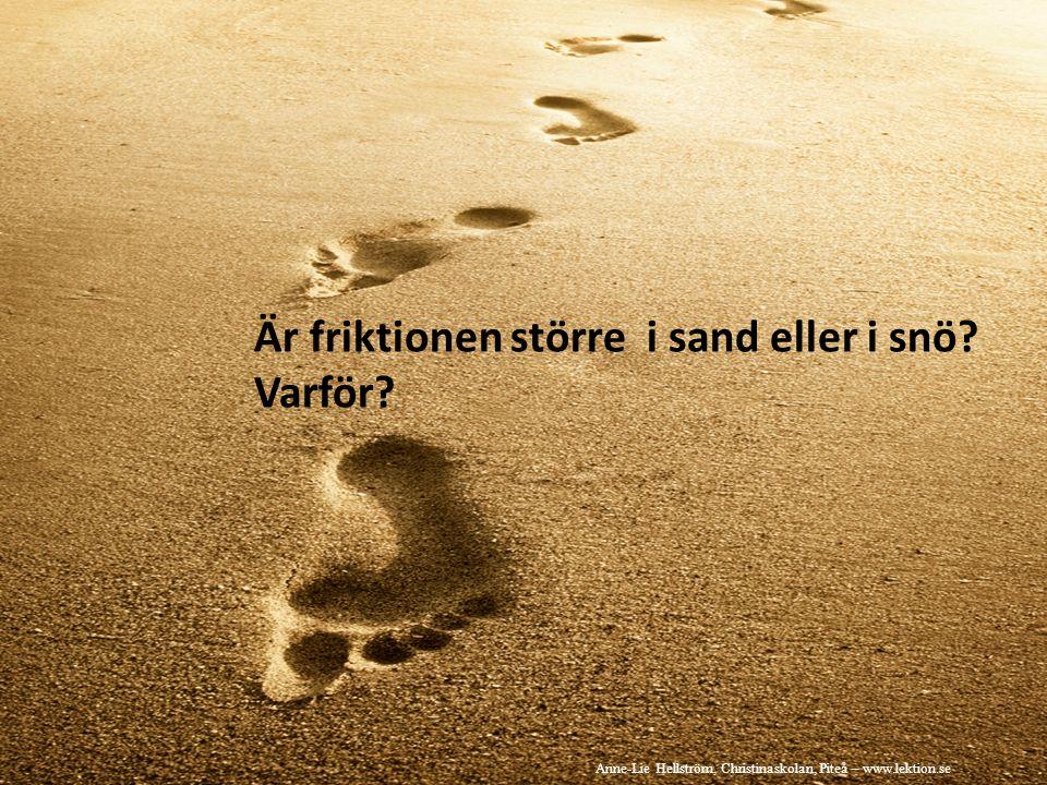 Är friktionen större i sand eller i snö. Varför.