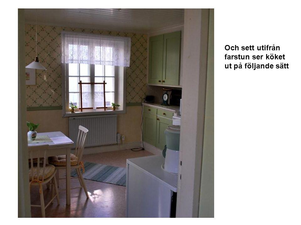 Och sett utifrån farstun ser köket ut på följande sätt
