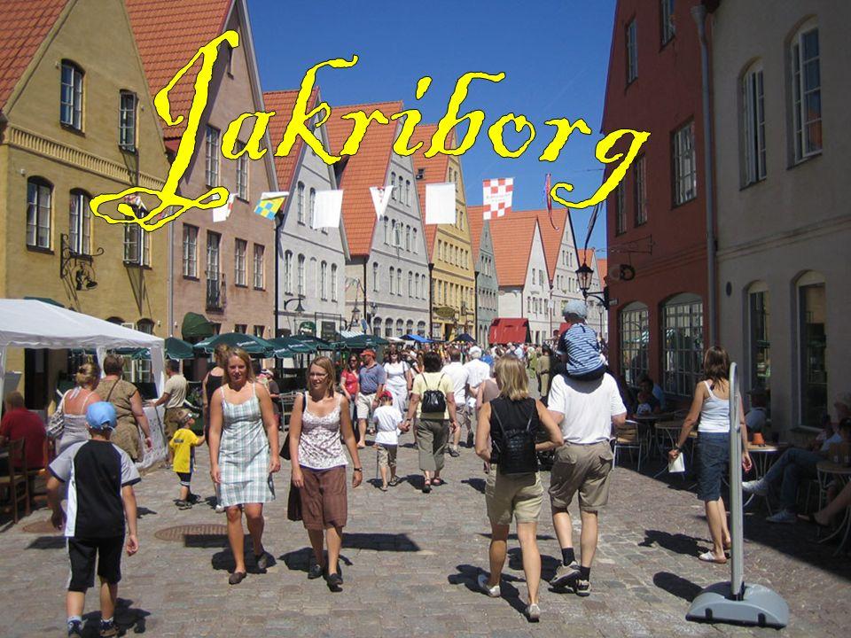 Området kännetecknas främst av de spetsiga brant sluttande taken, av vindlande gator och gränder, och av fasader och färgsättning som ger associationer till städer i Danmark, Tyskland och Nederländerna snarare än till resten av Skandinavien.