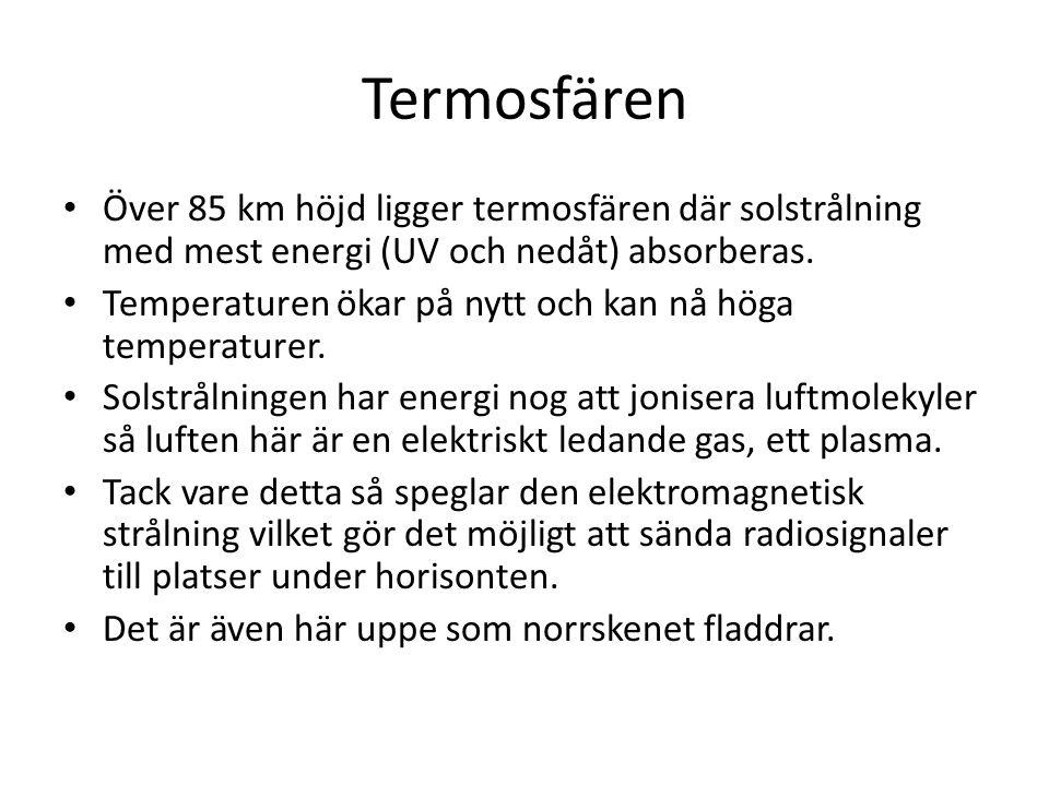 Termosfären Över 85 km höjd ligger termosfären där solstrålning med mest energi (UV och nedåt) absorberas.