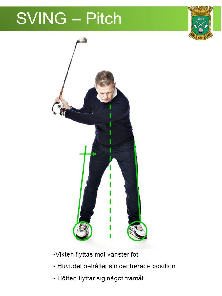 SVING – Pitch -Vikten flyttas mot vänster fot. - Huvudet behåller sin centrerade position.