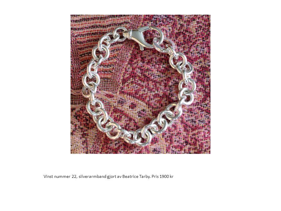 Vinst nummer 22, silverarmband gjort av Beatrice Tarby. Pris 1900 kr