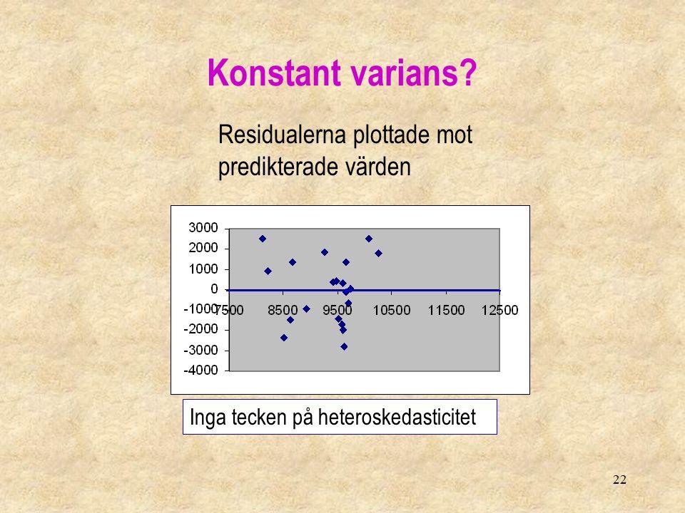 22 Residualerna plottade mot predikterade värden Inga tecken på heteroskedasticitet Konstant varians
