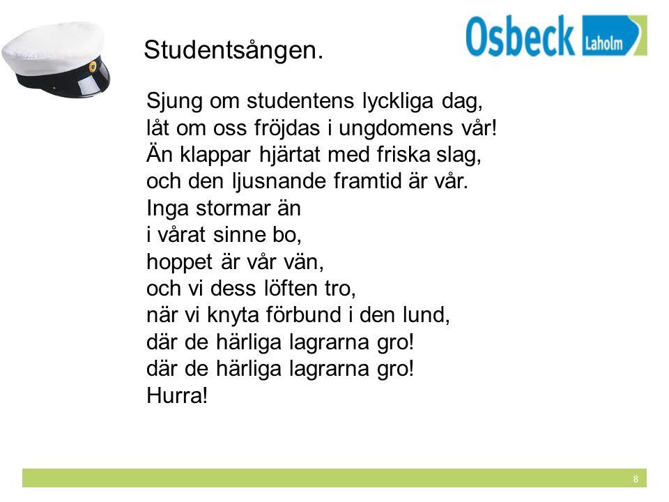 8 Studentsången. Sjung om studentens lyckliga dag, låt om oss fröjdas i ungdomens vår! Än klappar hjärtat med friska slag, och den ljusnande framtid ä