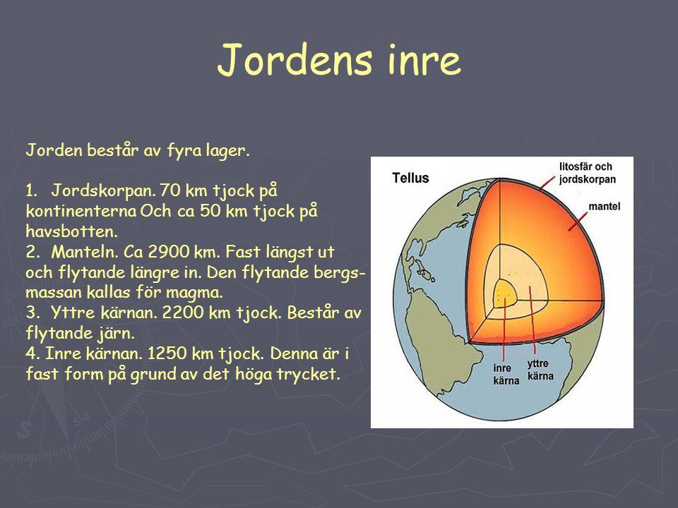 Jordens inre Jorden består av fyra lager. 1.Jordskorpan. 70 km tjock på kontinenterna Och ca 50 km tjock på havsbotten. 2.Manteln. Ca 2900 km. Fast lä