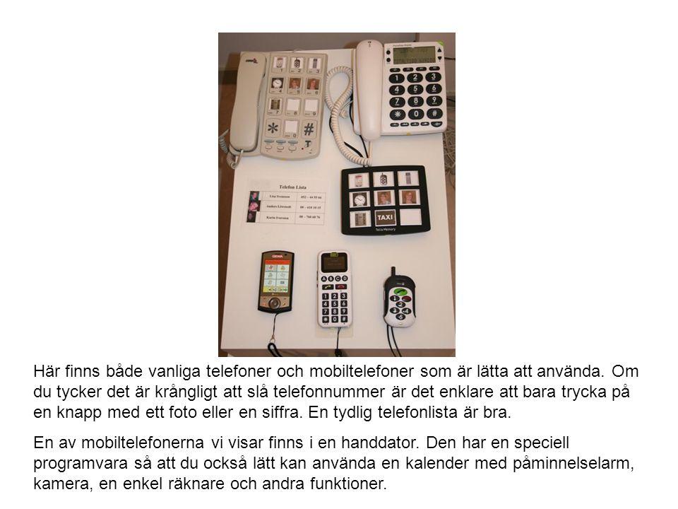 Här finns både vanliga telefoner och mobiltelefoner som är lätta att använda. Om du tycker det är krångligt att slå telefonnummer är det enklare att b