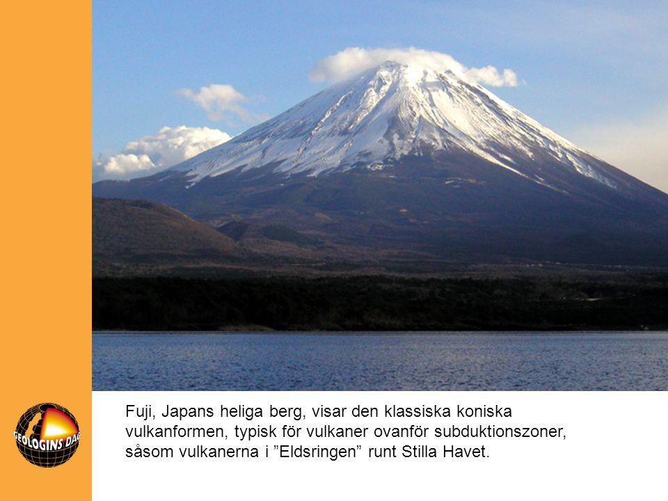 """Fuji, Japans heliga berg, visar den klassiska koniska vulkanformen, typisk för vulkaner ovanför subduktionszoner, såsom vulkanerna i """"Eldsringen"""" runt"""