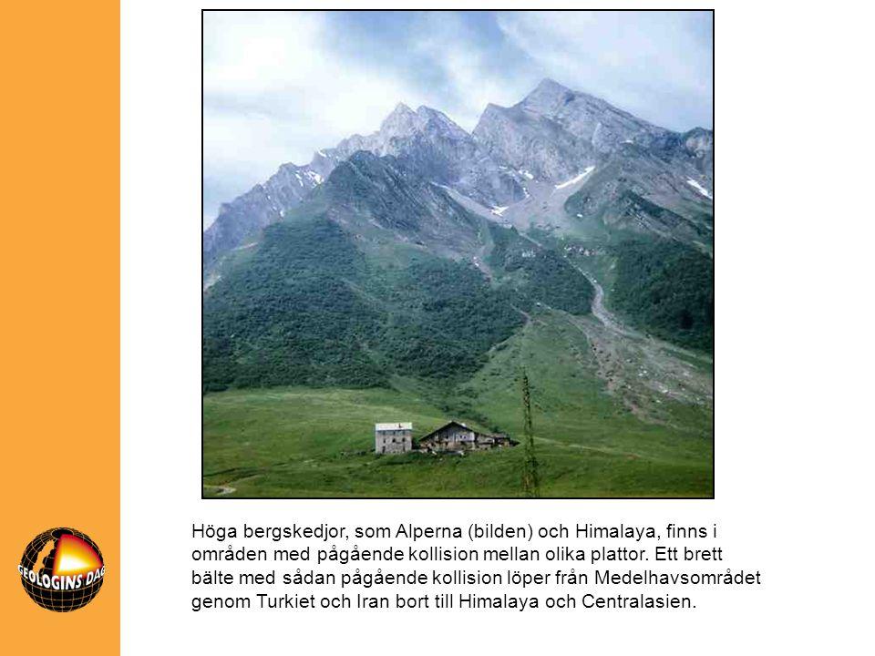 Höga bergskedjor, som Alperna (bilden) och Himalaya, finns i områden med pågående kollision mellan olika plattor. Ett brett bälte med sådan pågående k