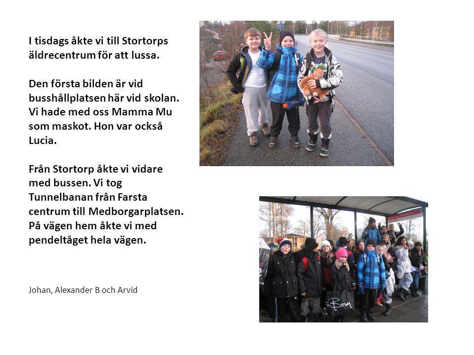 I tisdags åkte vi till Stortorps äldrecentrum för att lussa. Den första bilden är vid busshållplatsen här vid skolan. Vi hade med oss Mamma Mu som mas