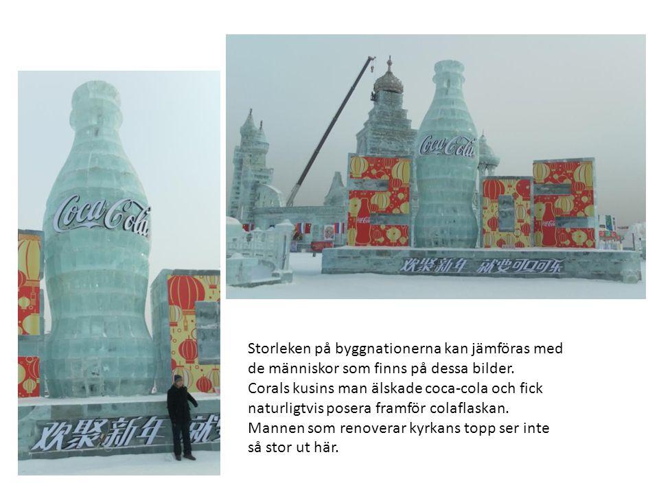 Storleken på byggnationerna kan jämföras med de människor som finns på dessa bilder.