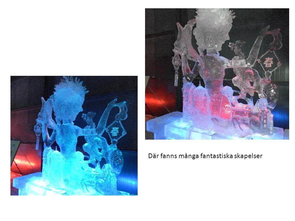 Alla byggnader var byggda av isblock, med kulörta lysrör inmonterade inuti