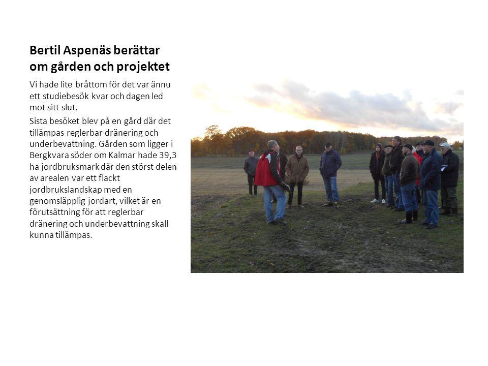 Bertil Aspenäs berättar om gården och projektet Vi hade lite bråttom för det var ännu ett studiebesök kvar och dagen led mot sitt slut. Sista besöket