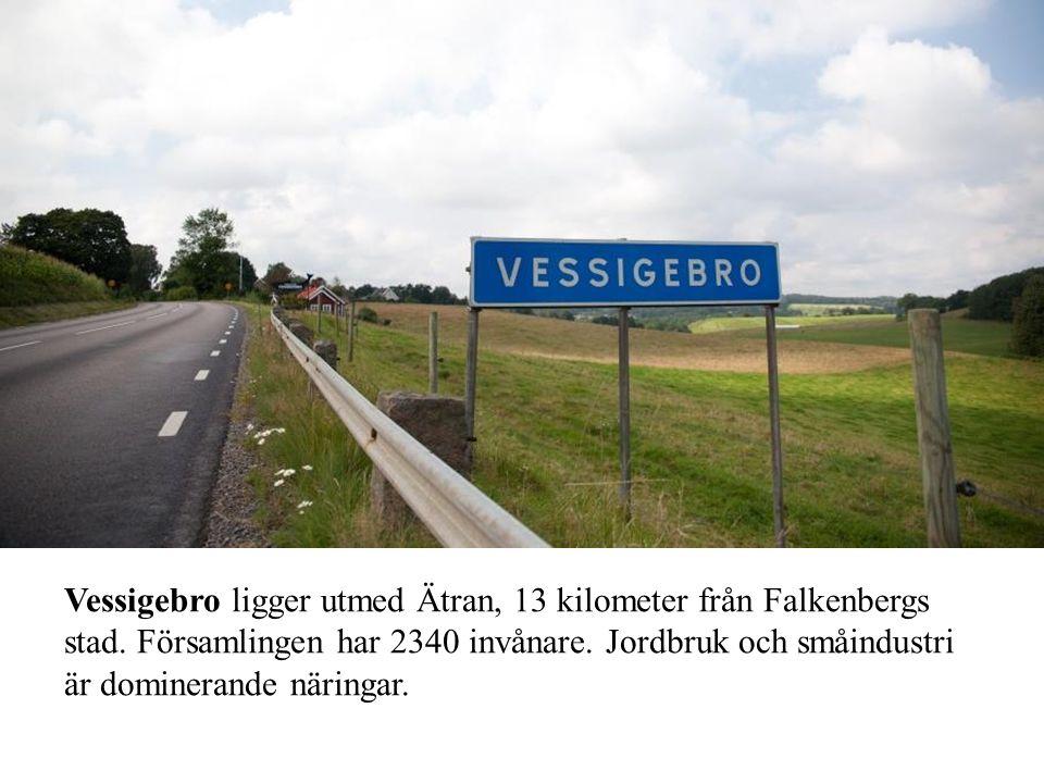 Vessigebro ligger utmed Ätran, 13 kilometer från Falkenbergs stad. Församlingen har 2340 invånare. Jordbruk och småindustri är dominerande näringar.