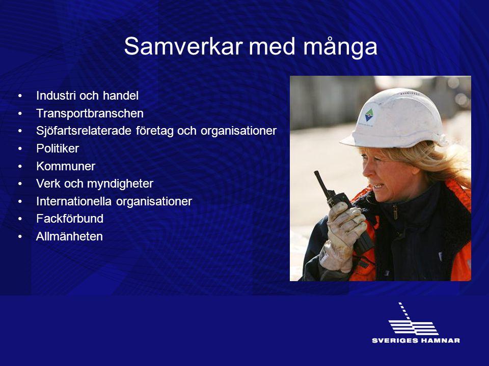 Hamnen är en logistikpunkt Hamnen är en logistikpunkt där gods, människor och transportslag möts och där effektiva logistiklösningar utvecklas