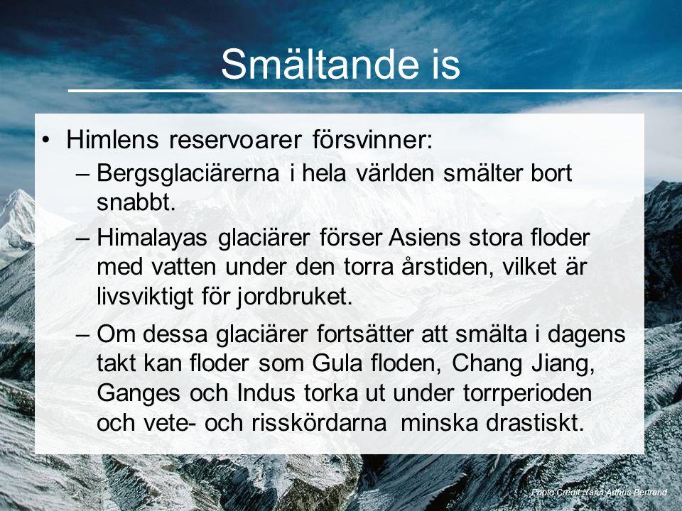 Smältande is Photo Credit: Yann Arthus-Bertrand •Himlens reservoarer försvinner: –Bergsglaciärerna i hela världen smälter bort snabbt. –Himalayas glac
