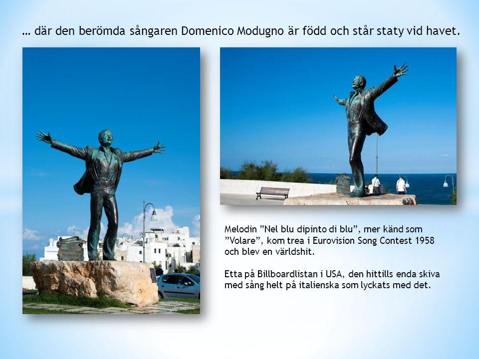 """… där den berömda sångaren Domenico Modugno är född och står staty vid havet. Melodin """"Nel blu dipinto di blu"""", mer känd som """"Volare"""", kom trea i Euro"""