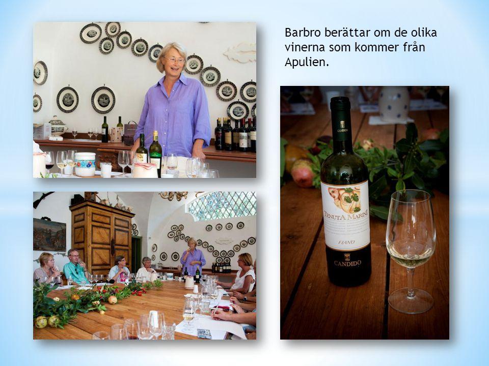 Barbro berättar om de olika vinerna som kommer från Apulien.