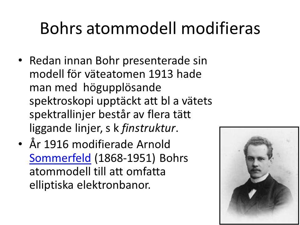 Bohrs atommodell modifieras • Redan innan Bohr presenterade sin modell för väteatomen 1913 hade man med högupplösande spektroskopi upptäckt att bl a vätets spektrallinjer består av flera tätt liggande linjer, s k finstruktur.