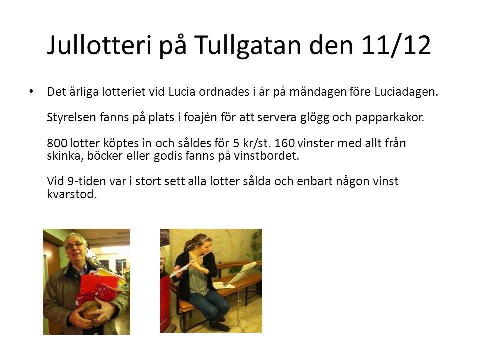 Jullotteri på Tullgatan den 11/12 • Det årliga lotteriet vid Lucia ordnades i år på måndagen före Luciadagen. Styrelsen fanns på plats i foajén för at