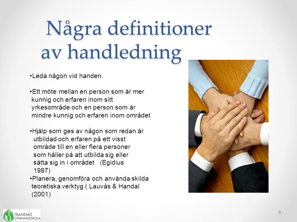 Några definitioner av handledning Några definitioner av handledning 6 •Leda någon vid handen. •Ett möte mellan en person som är mer kunnig och erfaren