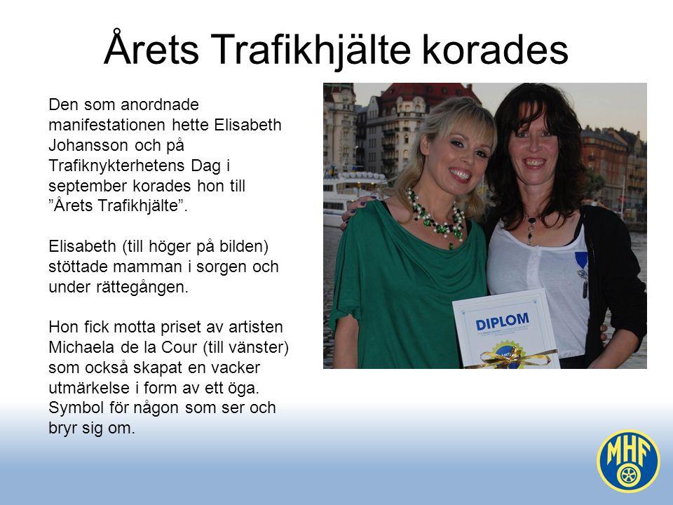 Årets Trafikhjälte korades Den som anordnade manifestationen hette Elisabeth Johansson och på Trafiknykterhetens Dag i september korades hon till Årets Trafikhjälte .