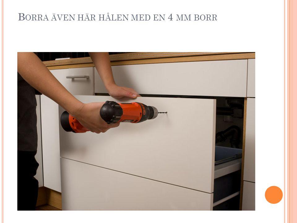 B ORRA ÄVEN HÄR HÅLEN MED EN 4 MM BORR