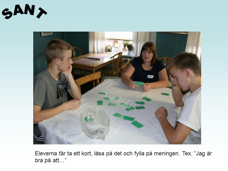 """Eleverna får ta ett kort, läsa på det och fylla på meningen. Tex. """"Jag är bra på att…"""""""